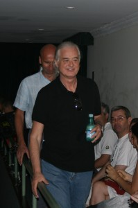 jimmy-page-arrives-at-rock-fest-photo-by-robert-franklin